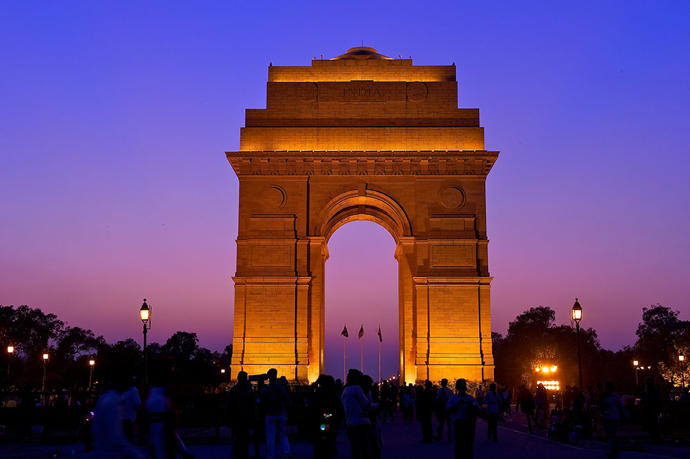 01India---WELCOME-TO-LUXURY-TOURISM-with-Claudia-M.-Gómez----The-india-gate-
