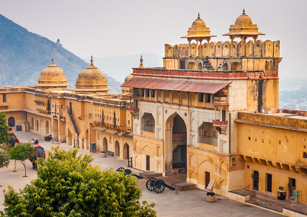 amber-amer-fort-jaipur-WELCOME-TO-LUXURY-TOURISM-with-Claudia-M.-Gómez-